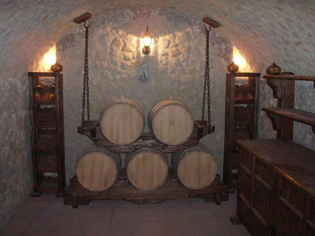 Интерьер винного погреба.