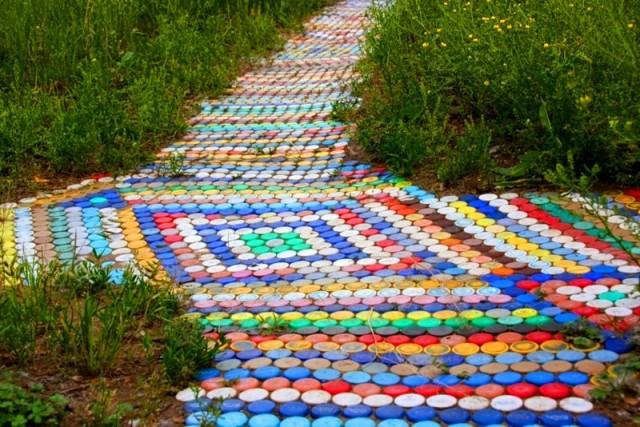 Дорожки для дачи из пластиковых бутылок своими руками