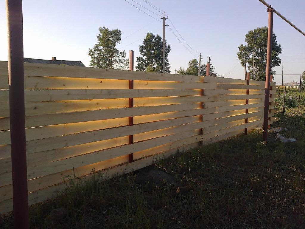 Забор плетенка из досок