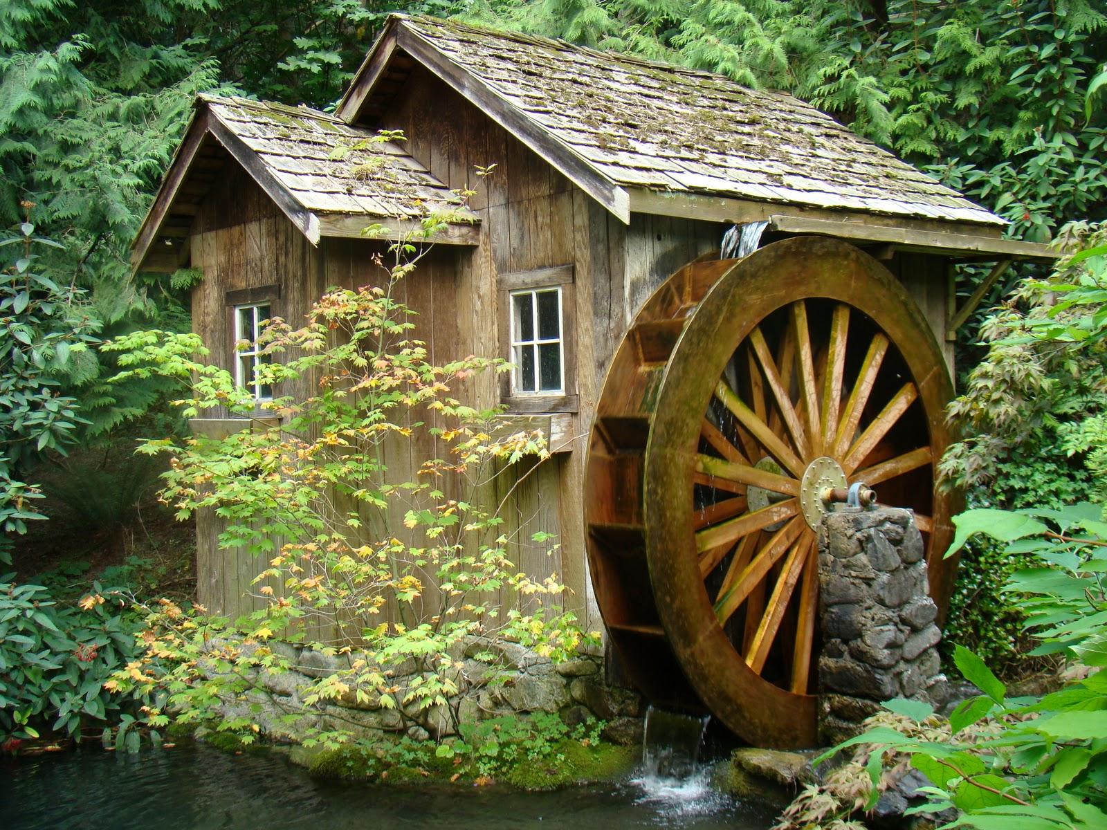 Декоративная водяная мельница на даче своими руками