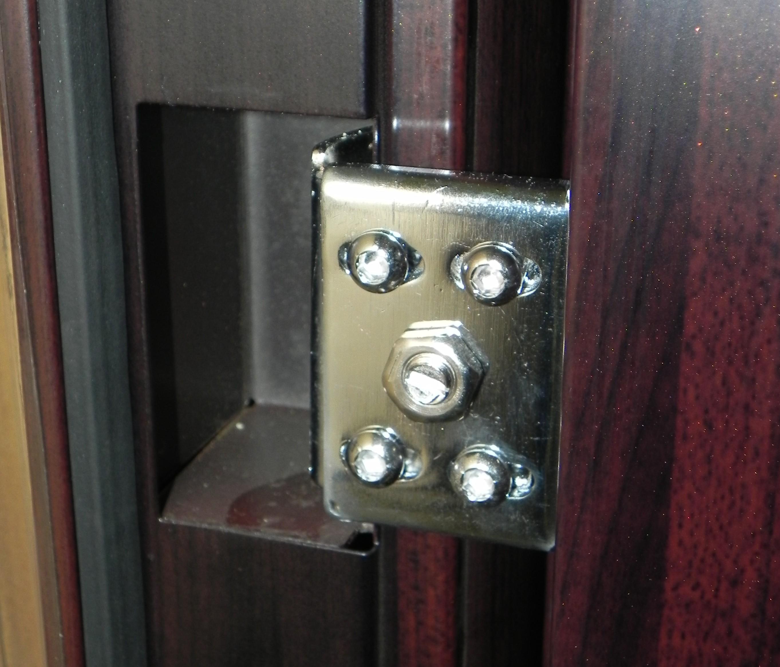 Регулировка петель металлических дверей своими руками