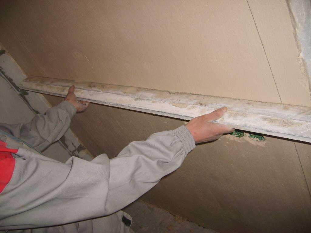 Чем выровнять стены под покраску своими руками фото 459