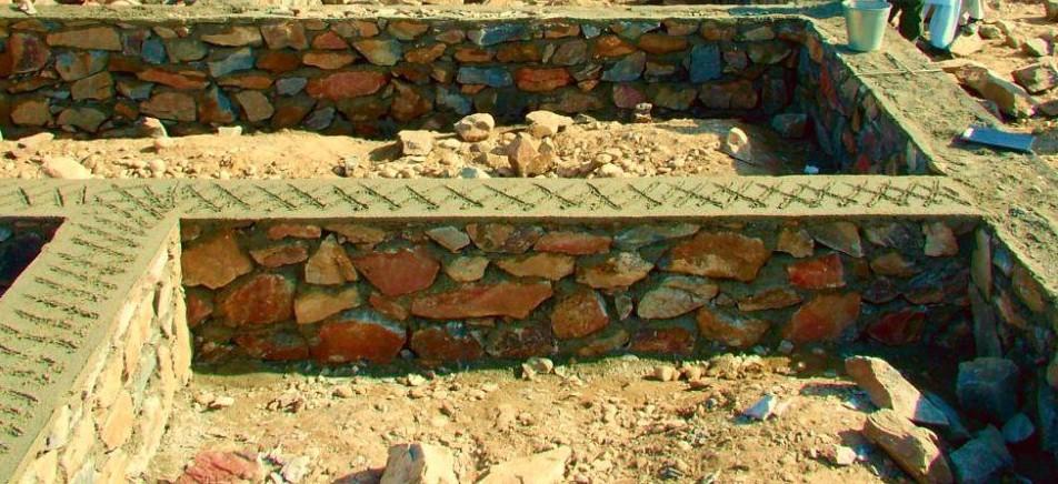 Фундамент из камня