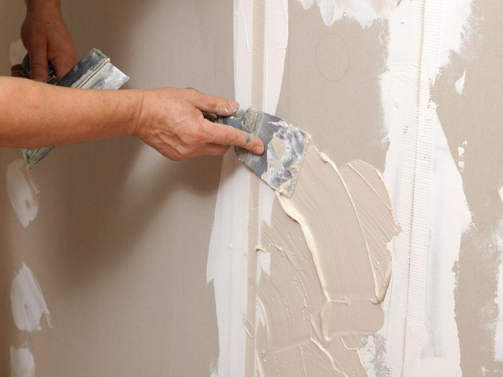 Как выровнять стены своими руками шпатлёвкой