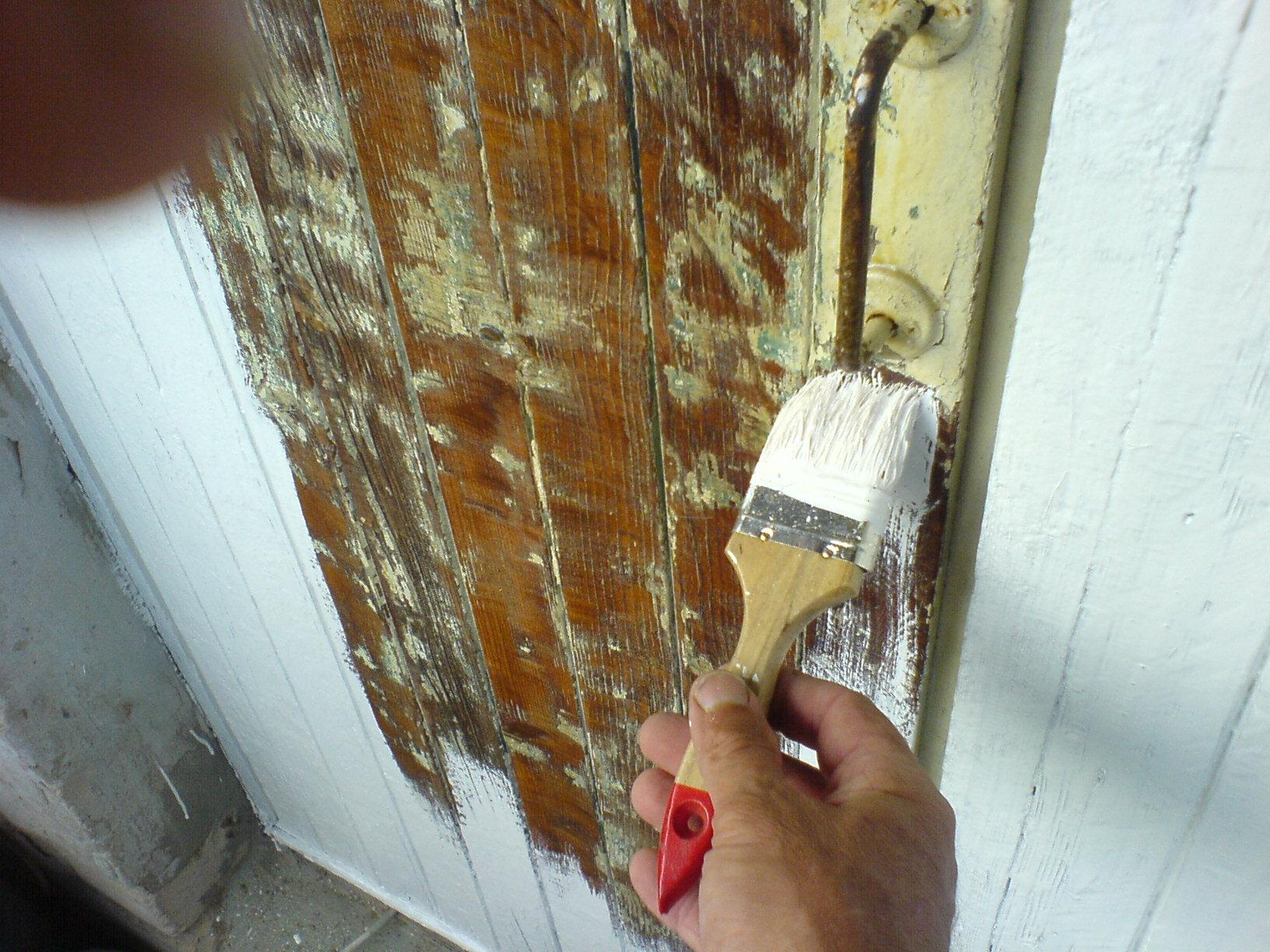 Покраска деревянных дверей 99