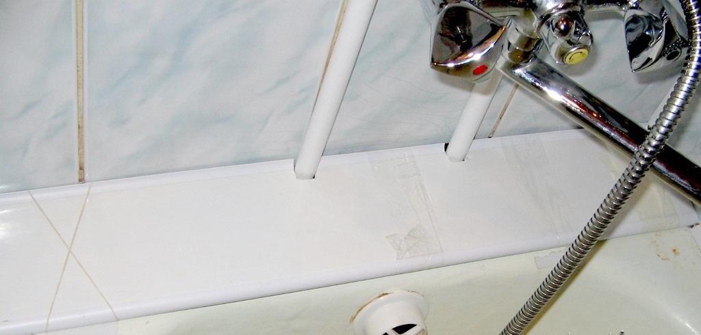 О заделке щели между стеной и ванной