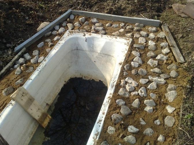 Пруд на даче своими руками из ванны фото