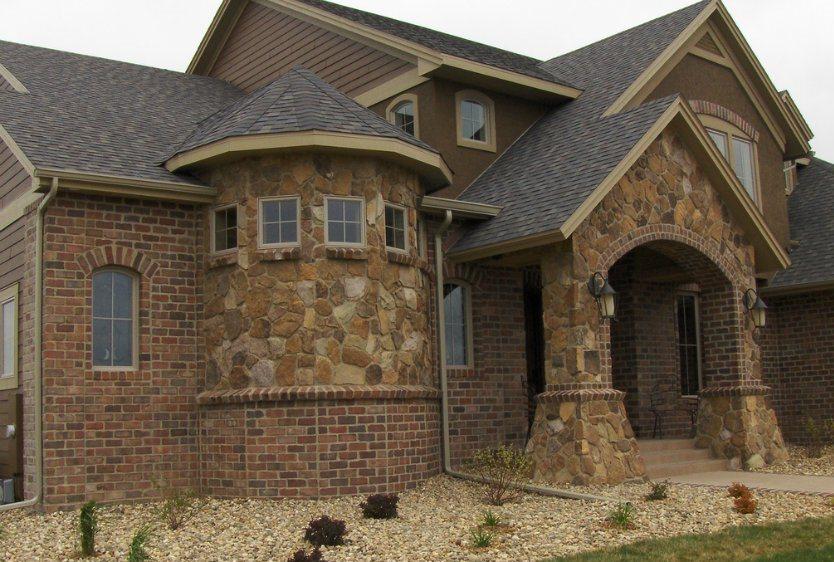 Фото домов отделанных камнем