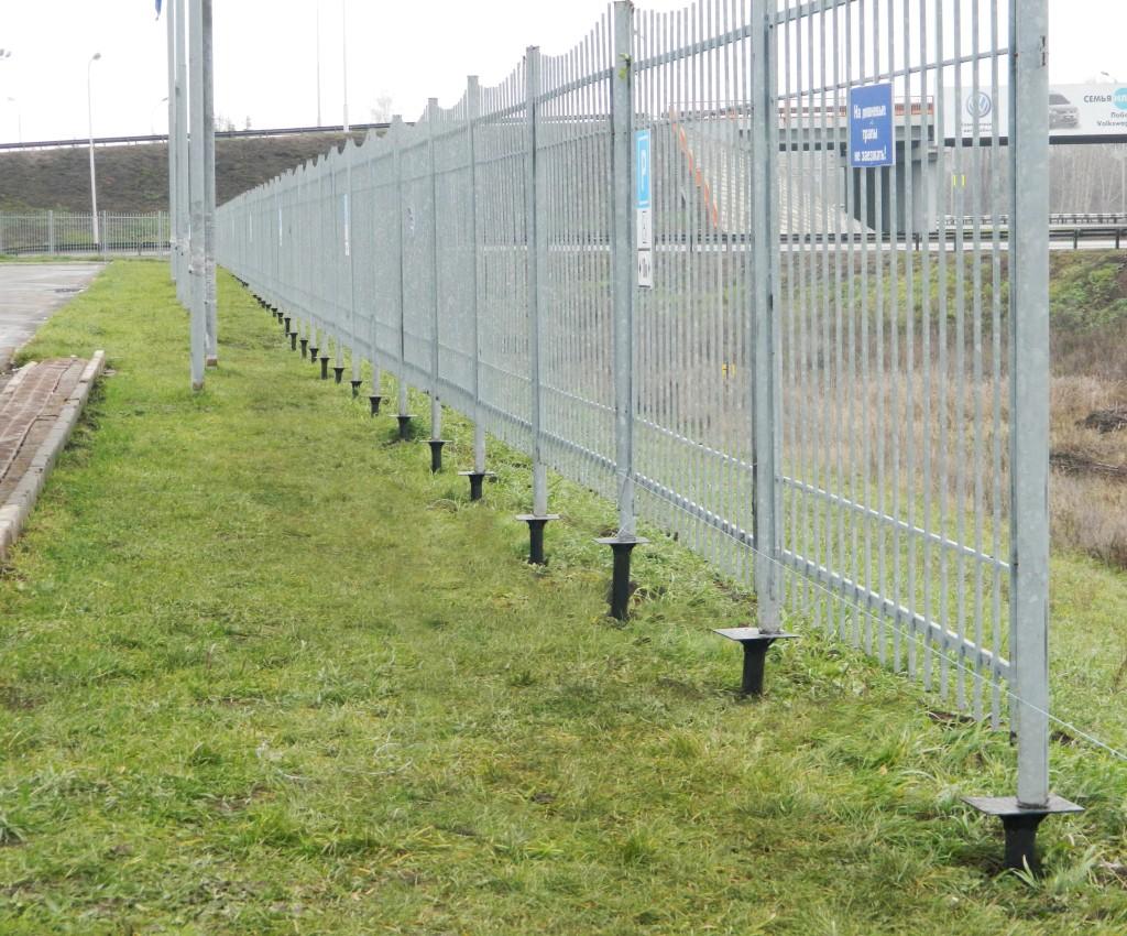 Забор на винтовых сваях своими руками 956