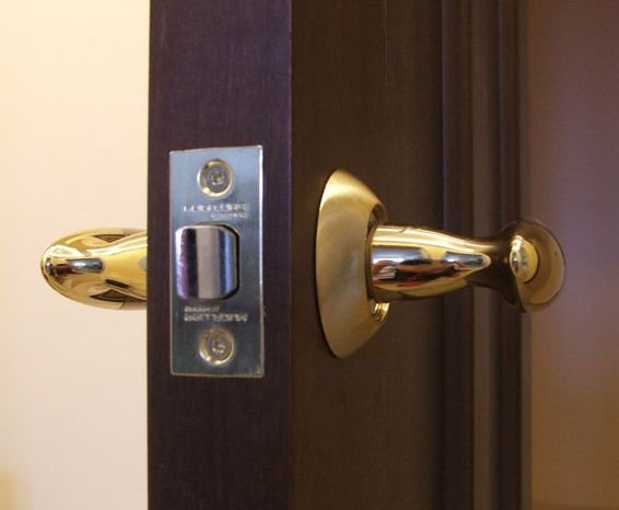Как выбрать достойный замок для межкомнатной двери