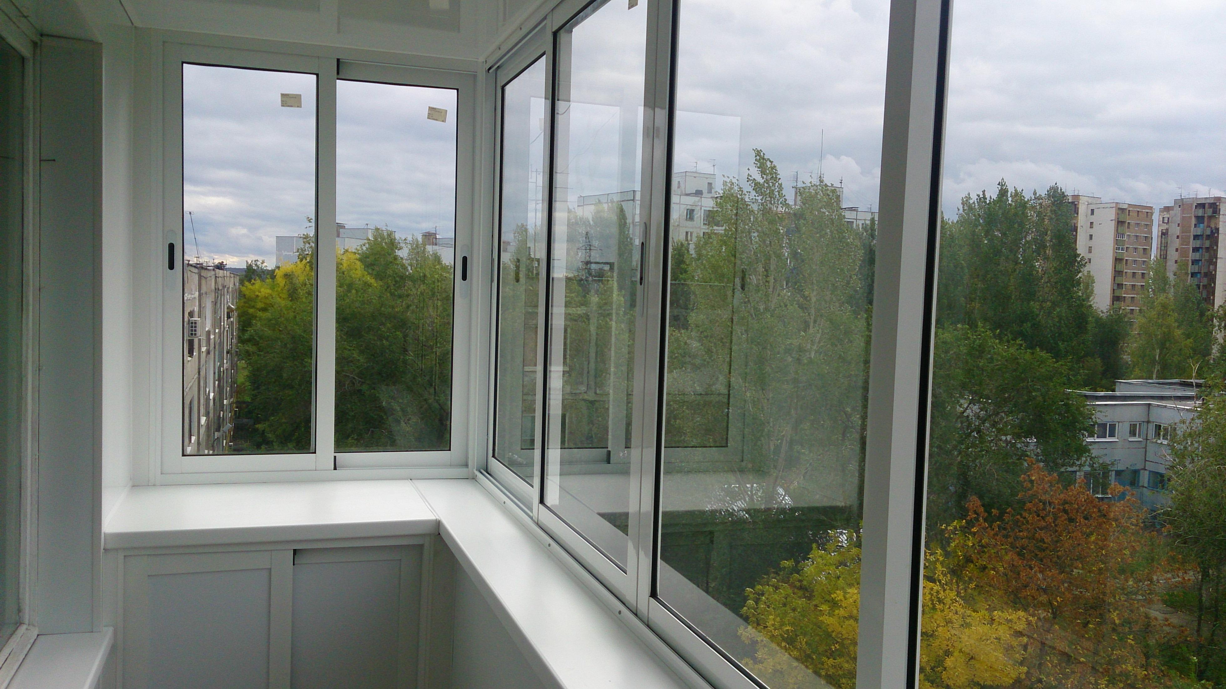 Раздвижное алюминиевое балконное остекление цена.