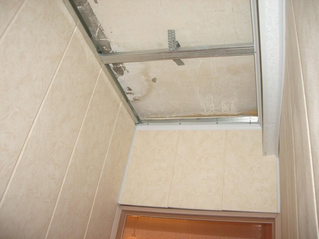Потолок в прихожей из пластиковых панелей своими руками 8