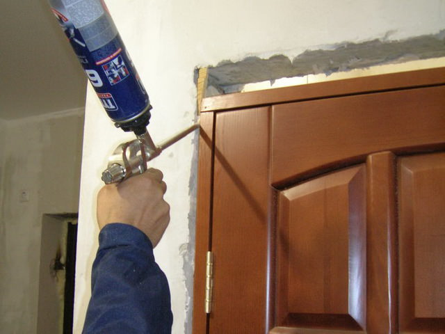 Montaža lesenih vrat