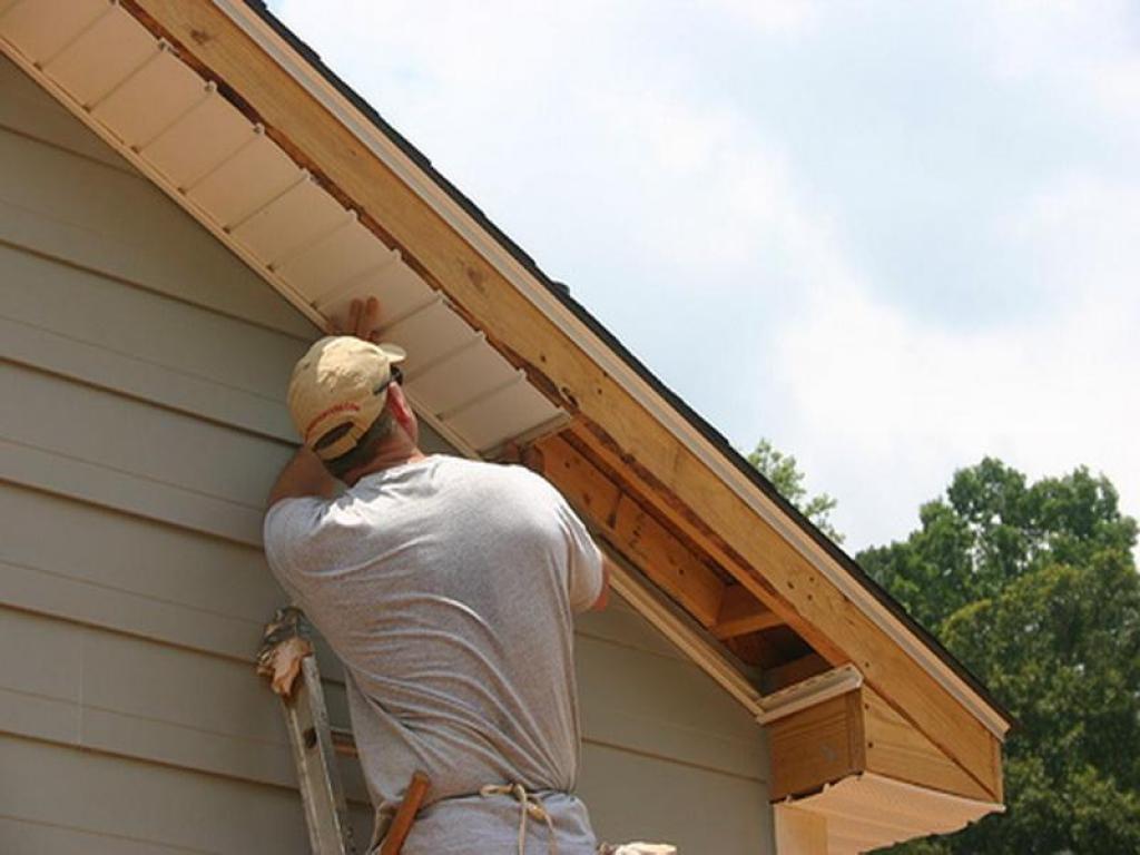 Подшить карниз крыши софитом своими руками фото 111