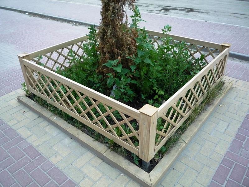 Заборчики для клумб и цветников  фото из дерева 163