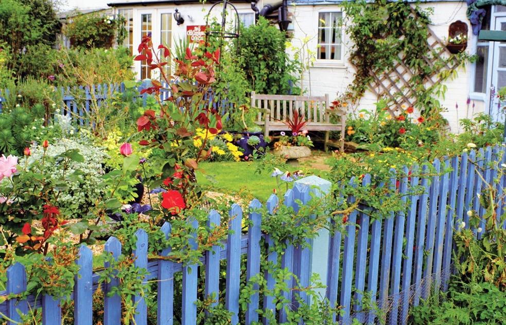 Деревенский дизайн садового участка своими руками