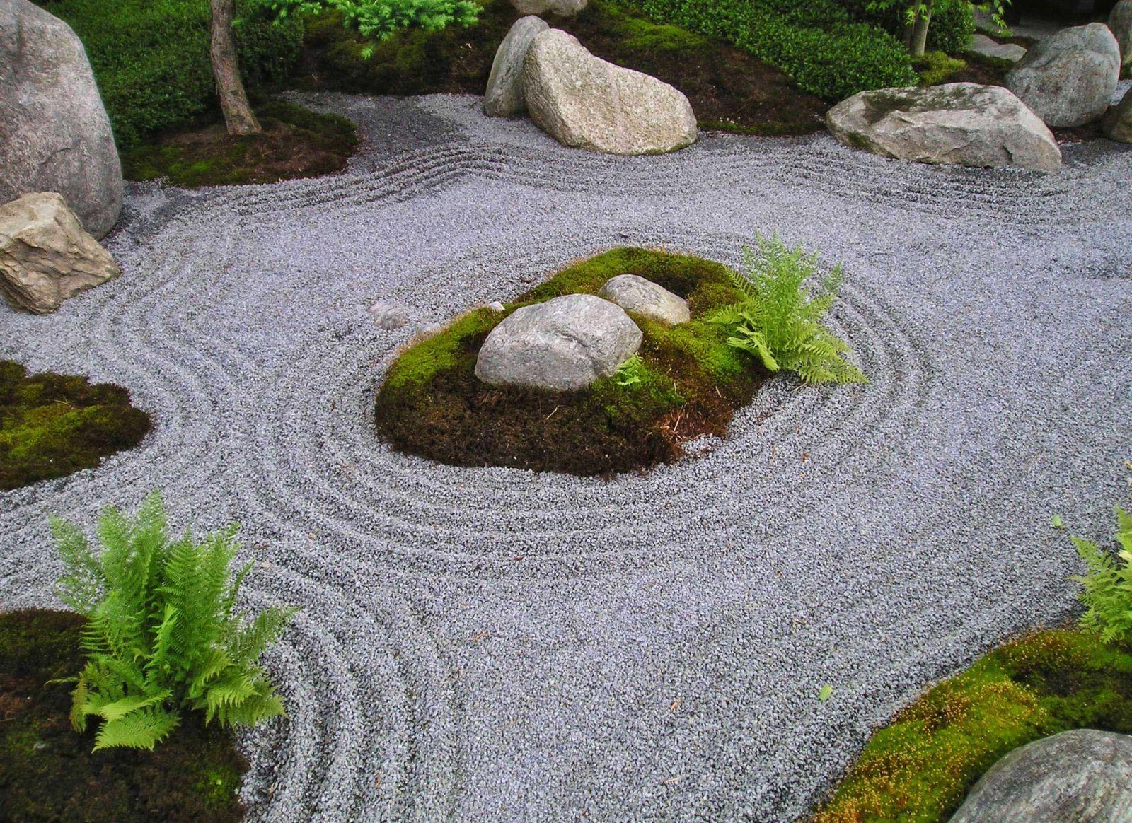 площадка из камня на даче фото