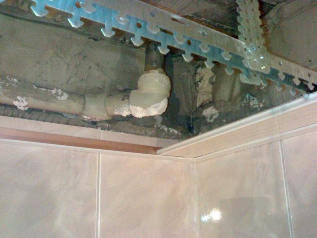 Монтаж реечного потолка в ванной комнате