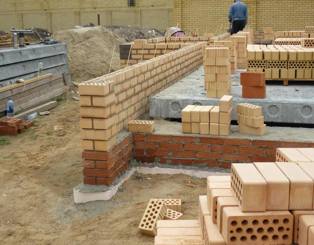 строительство фундамента из кирпича